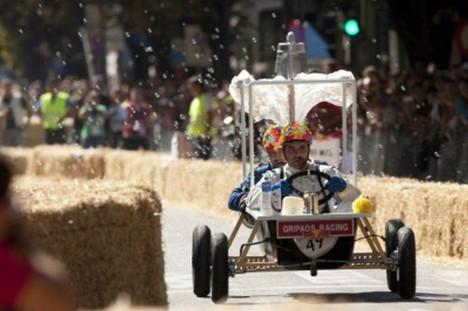 http://www.diablomotor.com/2010/09/19/50-000-personas-asisten-a-los-red-bull-autos-locos-de-vigo/gripaos-racing-autos-locos/
