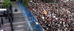 El acceso al Congreso cercado por policias... Imagen sacada de Publico