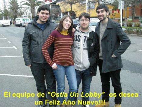 De izquierda a derecha: Davidrago, Vero, Javi y fer Lee. Y sin Photoshop ni caretas de anonimus, que valientes somos! (aprovecho para decir que las rayas horizontales me hacen parecer ancha)