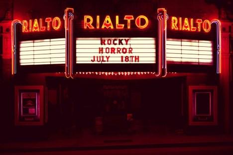 Otra cosa que he aprendido con esta peli: Por lo visto en LA hay un cine mítico llamado Rialto, parecido a la  mística residencia de estudiantes en la que se gestó este blog